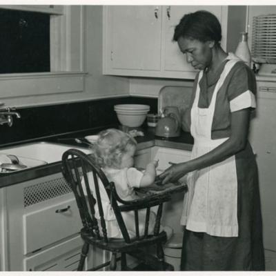 Negro_domestic_servant,_Atlanta,_Georgia._May_1939._(3110575890).jpg